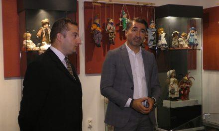 Presedintele Ionel Arsene a vizitat expozitia de papusi de portelen