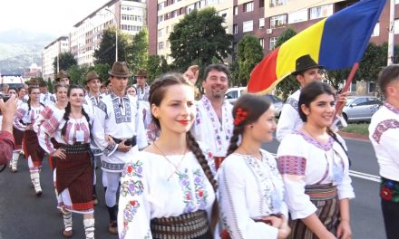 """Festivalul Internațional """"Ceahlaul"""" – Parada costumelor populare"""