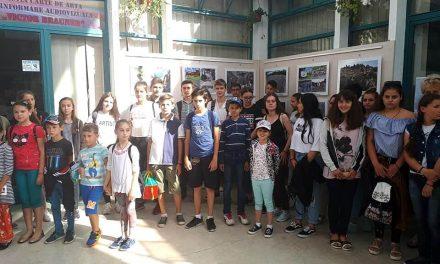 """Lansarea proiectelor """"Remember Cultura Cucuteni"""" și """"Acvariul de piatră"""" la Biblioteca Județeană"""