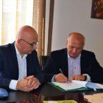 Încă două contracte cu finanțare europeană semnate luni, 19 august, de primarul Dragoș Chitic