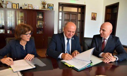 Trei noi contracte cu finanțare europeană au fost semnate joi, 29 august, de primarul Dragoș Chitic