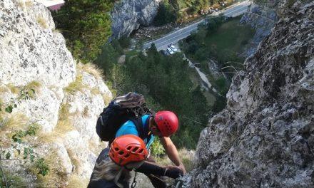 Jandarmii montani au salvat doi turiști blocați pe o stâncă!