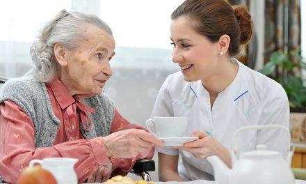 Primăria Piatra-Neamț trimite echipe mixte la domiciliul persoanelor vârstnice