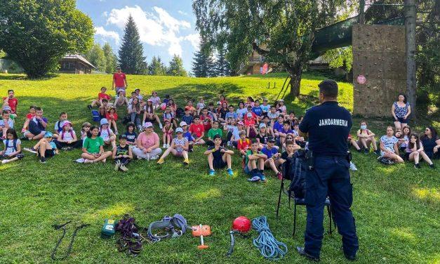 Vacanță în siguranță în compania jandarmilor montani de la Durău